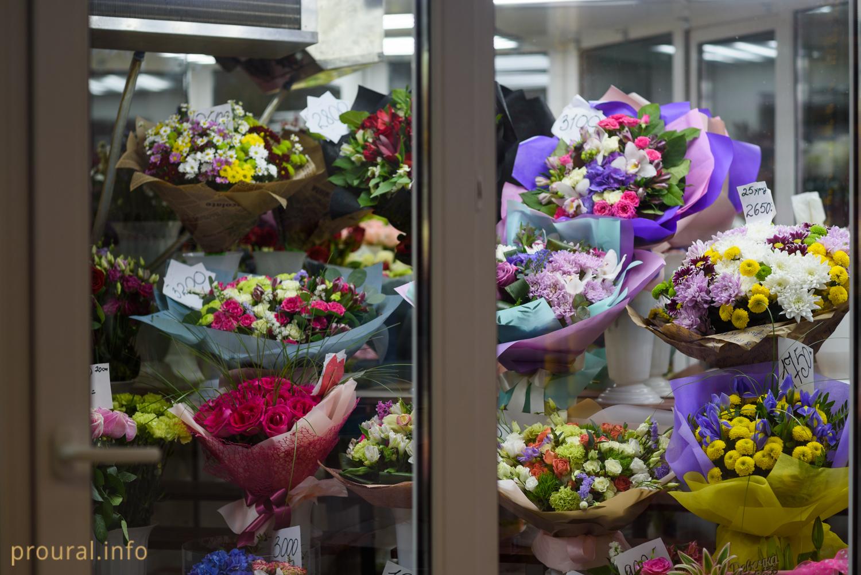 Секс в магазине цветов, Красивый секс продавца с клиенткой в магазине 29 фотография